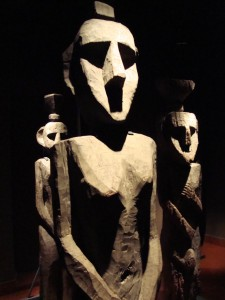 Mapuche_sculptures_in_Museum_of_PreColumbian_Art_Santiago3